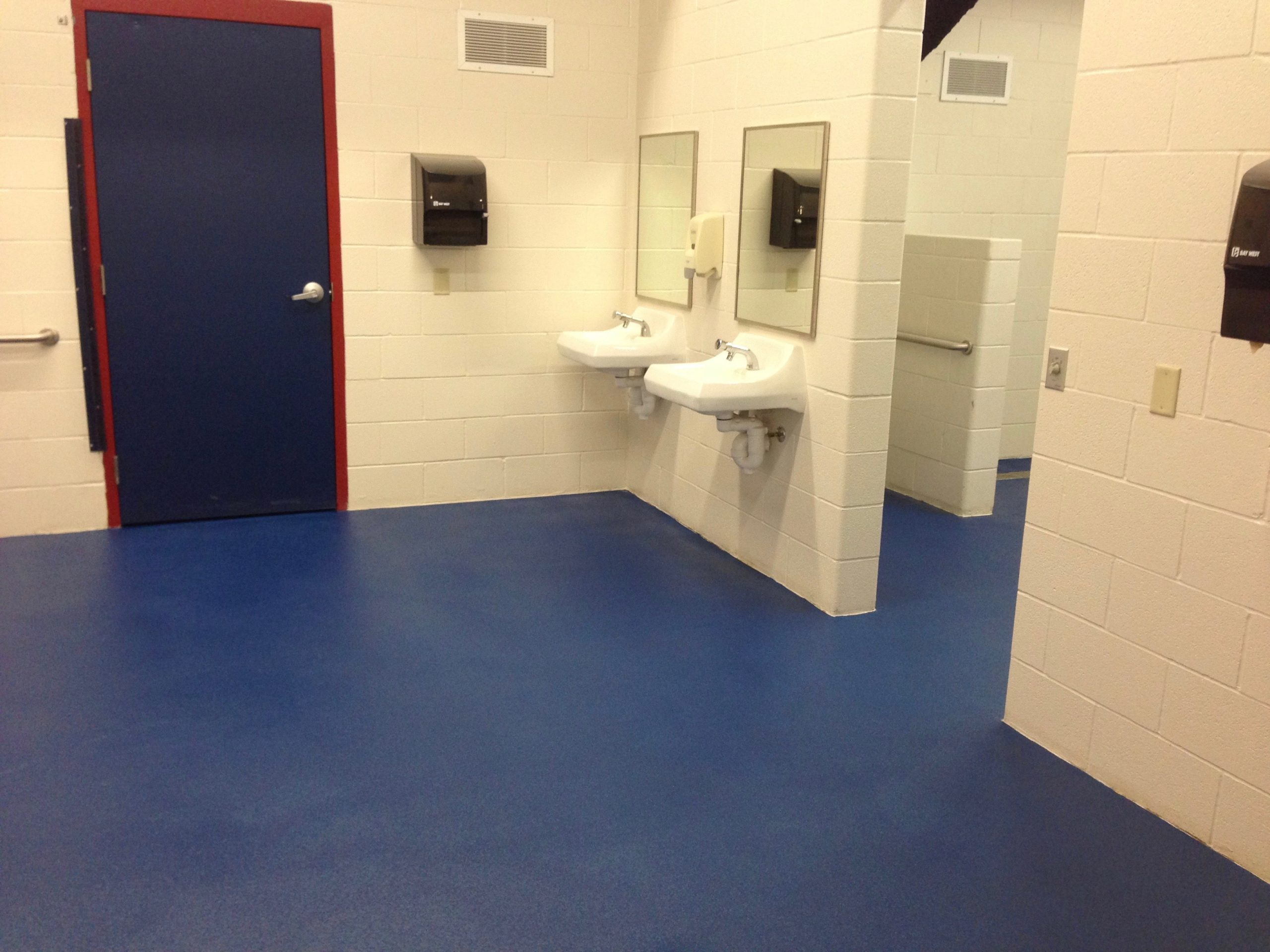 32-Locker-room-blue-5-min